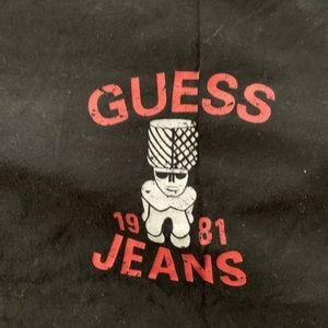 Men's guess t-shirt.